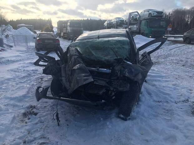 Один человек погиб и двое пострадали в ДТП на трассе в Удмуртии