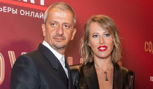 «Кругом молодые и очень красивые актрисы»: Собчак тревожно из-за Богомолова