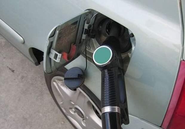 В Красноярске подешевел бензин