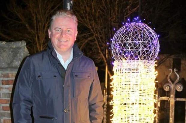 Бельгийцы украсили город к Рождеству неоднозначными свечками