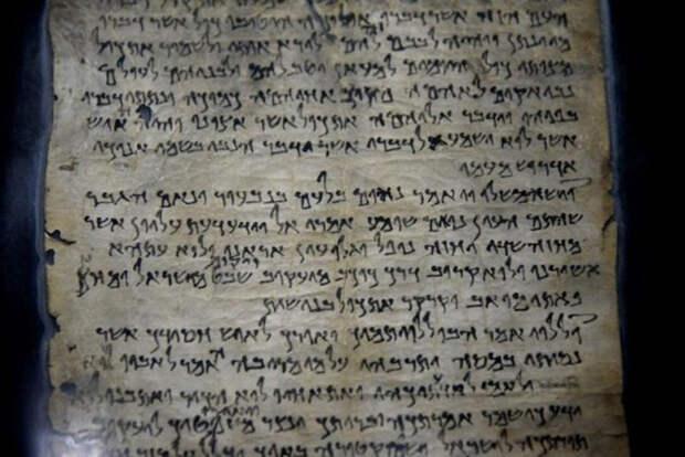 Свитки содержат в основном тексты книг Ветхого Завета.