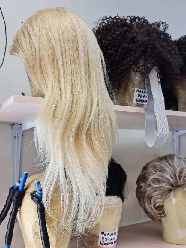 У нее же парик: гример раскрыл тайну шикарной шевелюры Стоцкой