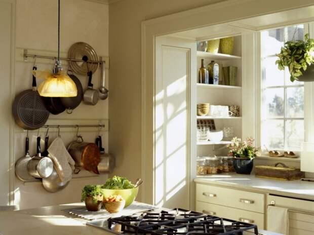 Дизайн маленькой кухни: обеденный стол