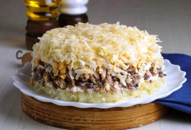Рецепт интересного слоеного салата «Австрийский», который не останется незамеченным