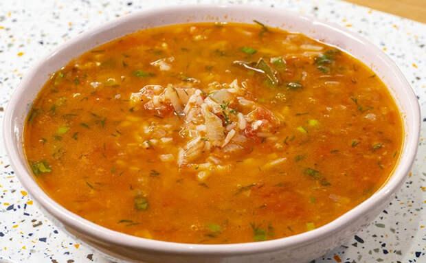 Томатный суп из 2 помидоров и миски риса: за 15 минут сварили так же наваристо, как харчо