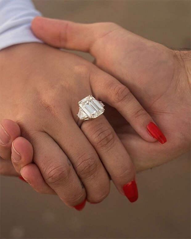 Деми Ловато рассталась с актером Максом Эрихом через два месяца после помолвки
