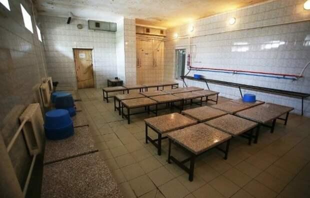 Общественные бани всегда были местом специфическим.