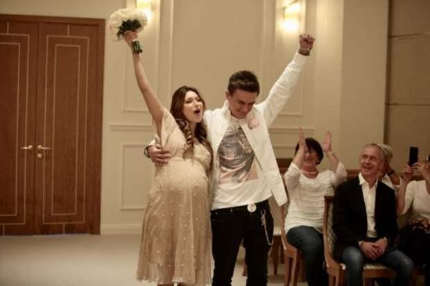 Звездные женщины, выходившие замуж будучи беременными