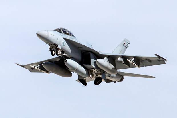Помощь идет: Boeing получил контракт на $4 млрд на модернизацию истребителей F/A-18 ВМС США