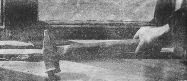 Молоток — орудие убийства Комарова, фото изжурнала «Огонек».