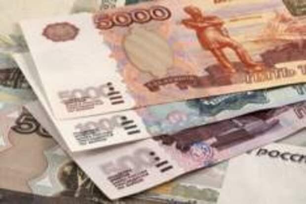 Рубль ослаб к доллару и евро следом за дешевеющей нефтью