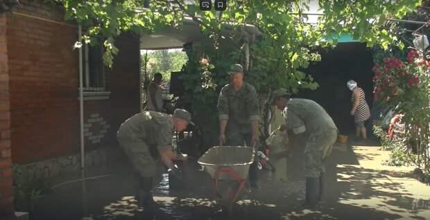 1,5 тысячи военных помогают устранить последствия стихии в городах Крыма