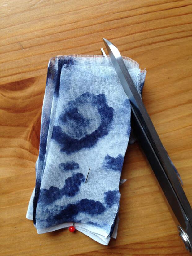 Как сделать цветок из ткани: очень простой способ