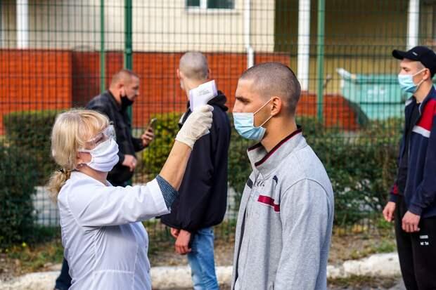 Без родных, но с тестом на COVID-19: Как в Крыму отправляют призывников в армию