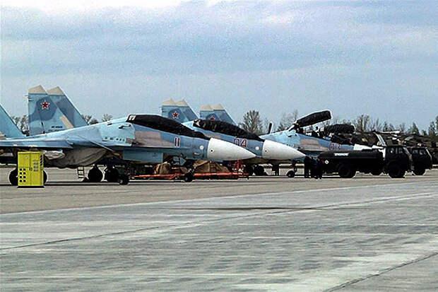 На аэродром Казанского авиазавода Борсоглебское прибыли две пары многоцелевых истребителей Су-30СМ и четверка вооруженных вертолетов Ми-8