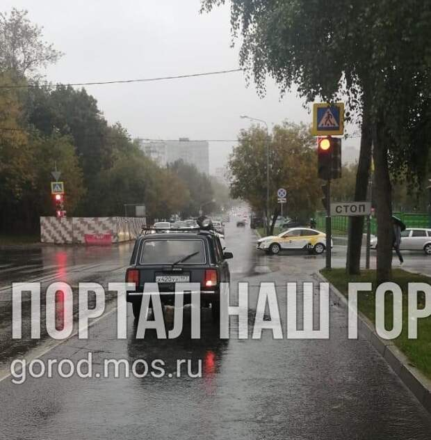 На улице Фабрициуса ветки дерева больше не загораживают светофор