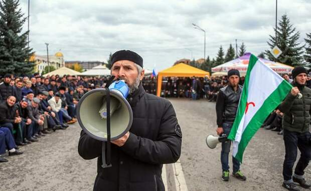 На фото: митинг в Магасе