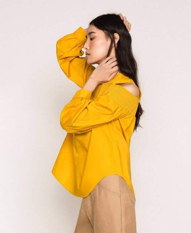 Акцент на плечи: модный силуэт сезона весна-лето 2021