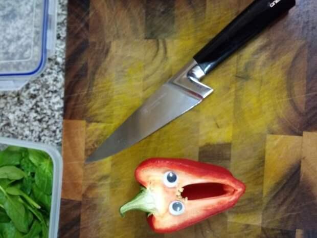 Во время приготовления обеда бегающие глазки, наклейка, юмор