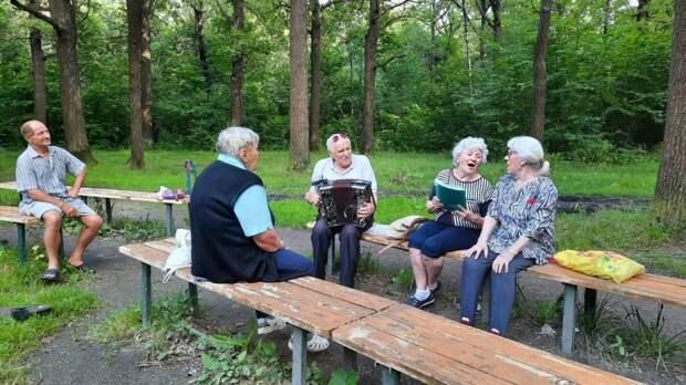 Пенсионер из Коптево приглашает всех желающих петь песни и общаться