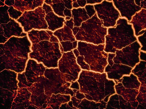 Лава из зрелищно извергающегося на Канарах вулкана пощадила «чудо-дом» на своем пути (фото, видео)