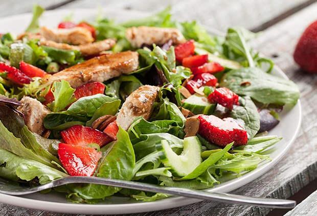 Как сделать салат вкуснее: 5 поварских хитростей