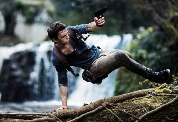 "В ""Твиттере"" появились новые фото со съемок фильма Uncharted"