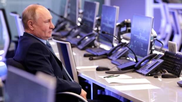 Американский сенатор связал с Путиным появление НЛО над кораблем ВМС США