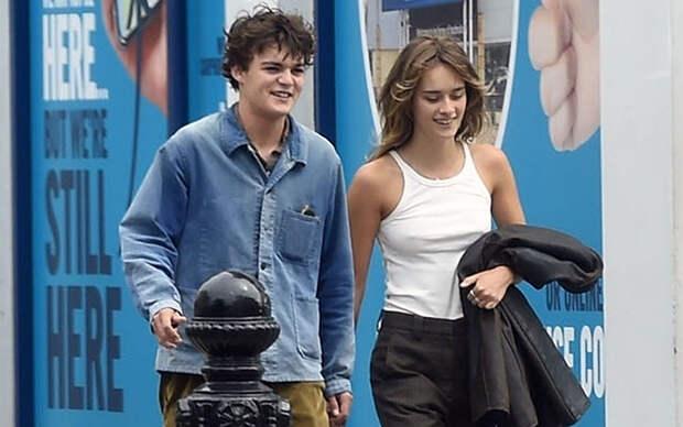 Редкий выход: сын Джонни Деппа и Ванессы Паради Джек с возлюбленной в Париже