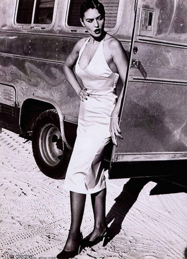 Неизвестные фото Моники Белуччи: как гадкий утенок стал главным секс-символом Голливуда