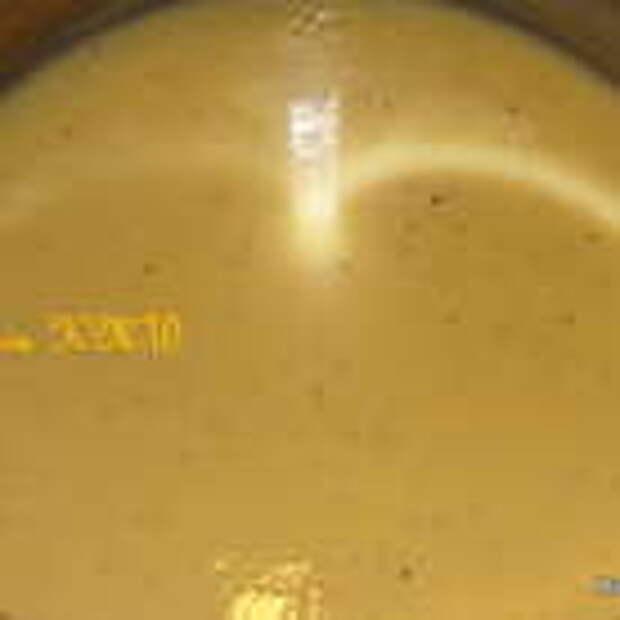Вливаем молоко в желтково-сахарную массу и варим на медленном огне, помешивая венчиком, пока масса не загустеет. !!!Масса должна только загустеть, но НЕ вариться. Иначе свернуться желтки и соус не получится.!!!