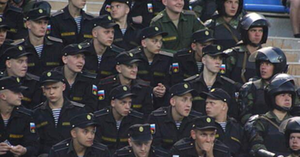Полицейских в России приравняли к крепостным крестьянам