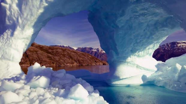 11 миллиардов тонн льда растаяло в Гренландии всего за один день.
