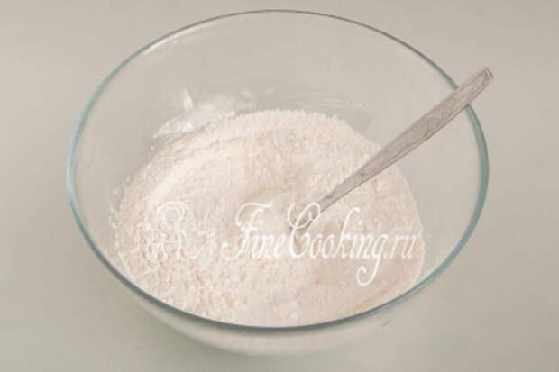 Все тщательно перемешиваем ложкой, вилкой или венчиком, чтобы сухие ингредиенты равномерно распределились по смеси