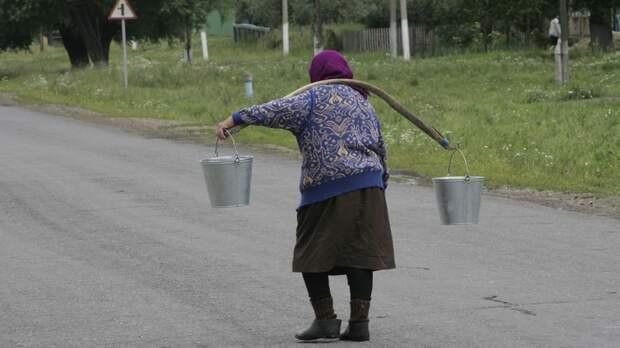 """""""Забирайте ваши банки"""": Бабушка растрогала соседей неожиданным подарком"""
