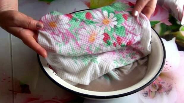 В емкость с водой необходимо поместить полотенца / Фото: vamnazametku.ru
