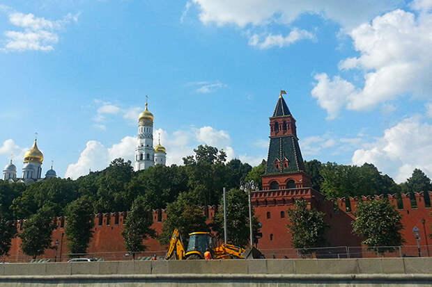 Археологи нашли в Большом Кремлевском сквере 400 предметов XIV - XVI вв.