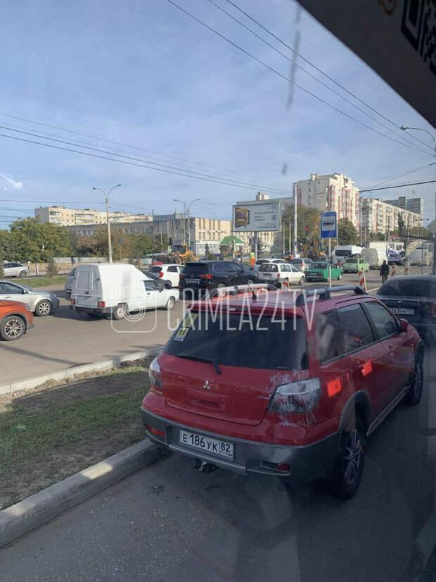 В Симферополе проспект Победы встал в пробках из-за ремонта
