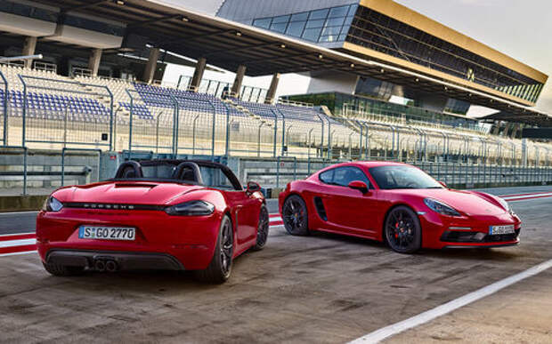 Porsche в своей стихии: тестируем самые мощные версии на гоночном курорте