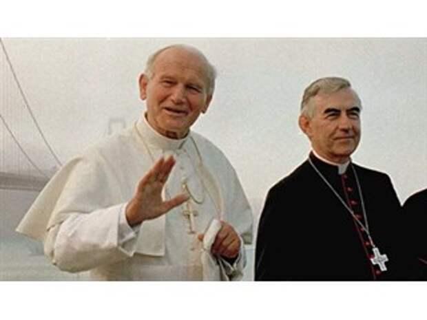 """""""Шпионы в покоях папы"""". Как КГБ и ЦРУ зажали Ватикан в тиски"""