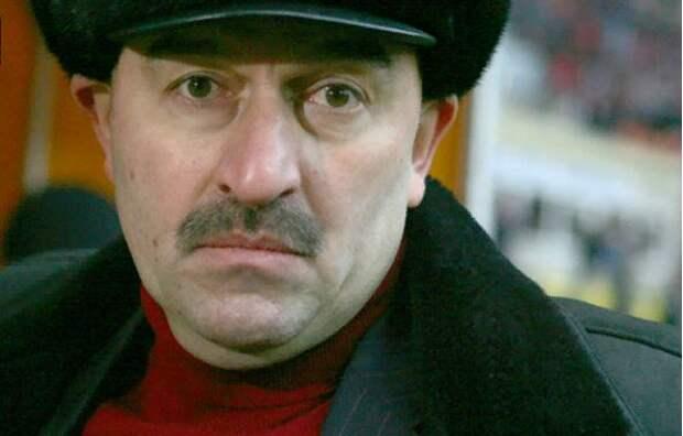 Черчесов в эфире федерального ТВ заявил, что физрук - хорошая профессия и попросил не наказывать фанатов ЦСКА за матерные кричалки в свой адрес