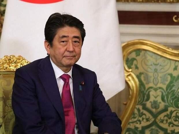 СМИ: Премьер Японии планирует поговорить о своей отставке с Путиным и Трампом