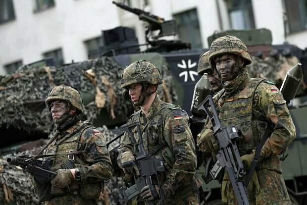 Немецкие солдаты, которые не хотят изучать историю второй мировой войны.