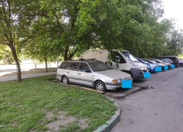 На Новочеркасском бульваре демонтировали незаконную «ракушку»