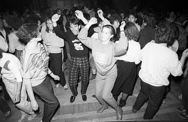 Там где клён шумит...Медляки советских дискотек