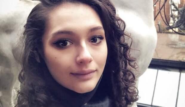 19-летняя дочь Кончаловского решила сделать пластику бюста