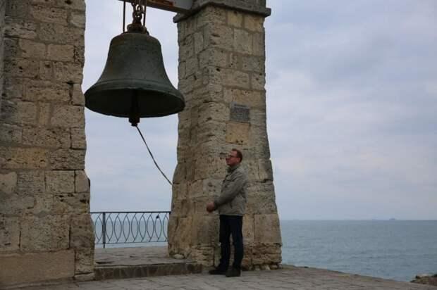 В Севастополе зазвонил колокол с башни Нотр-Дама