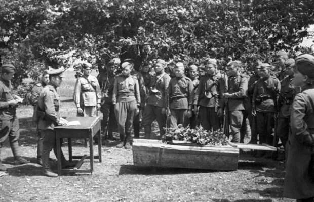 Каких бойцов Красной армии хоронили отдельно на Великой Отечественной