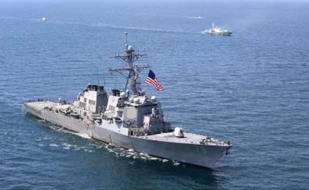 На фото: эсминец с управляемыми ракетами USS Porter (DDG 78) находится в Черном море во время учений Sea Breeze
