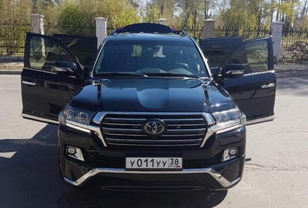 Все машины Дмитрия Матвеева имеют номера 011